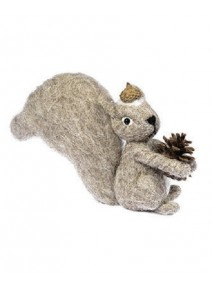 écureuil beige avec pomme de pin